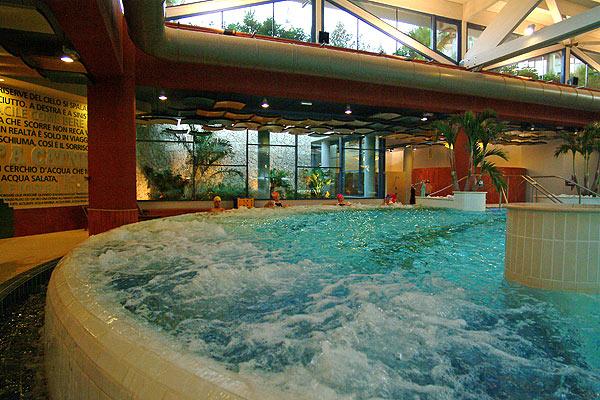 Villa camilla bari centro benessere hammam sport for Prodotti per piscina prezzi